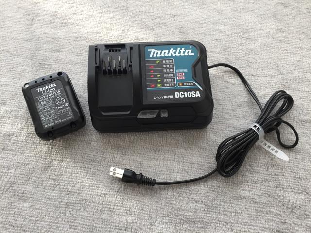 マキタ充電式クリーナCL106FD,バッテリーと充電器