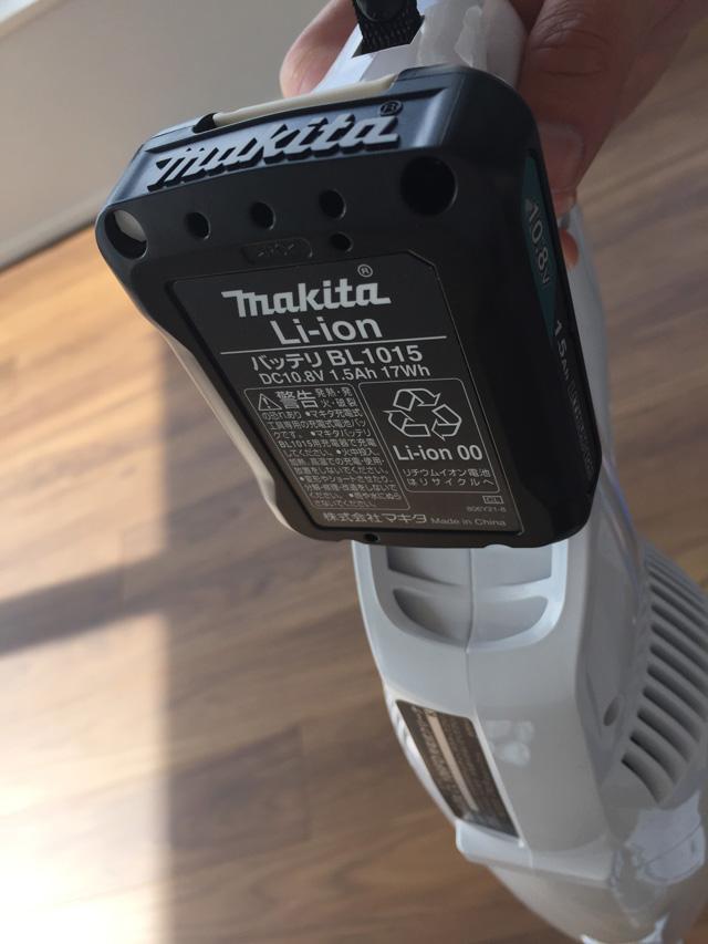 マキタ充電式クリーナCL106FD,本体にバッテリーを差した状態