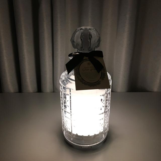Glas grâce (グラスグレース)でアロマを焚いている様子,