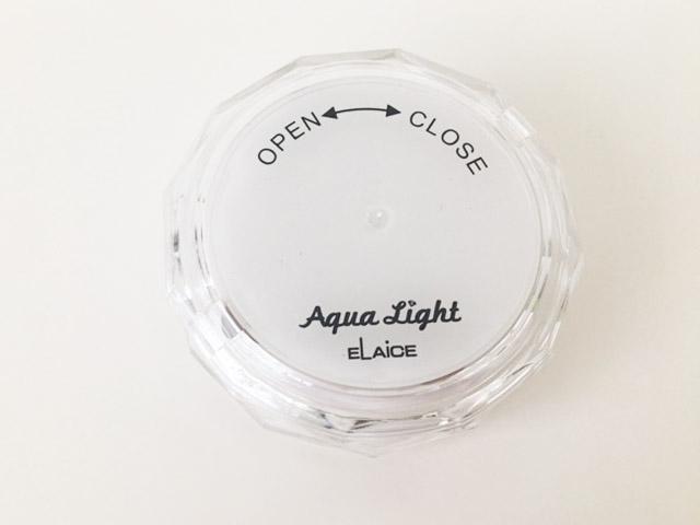 アクアライトの本体の裏側,防水浴室ライト,AquaLight,