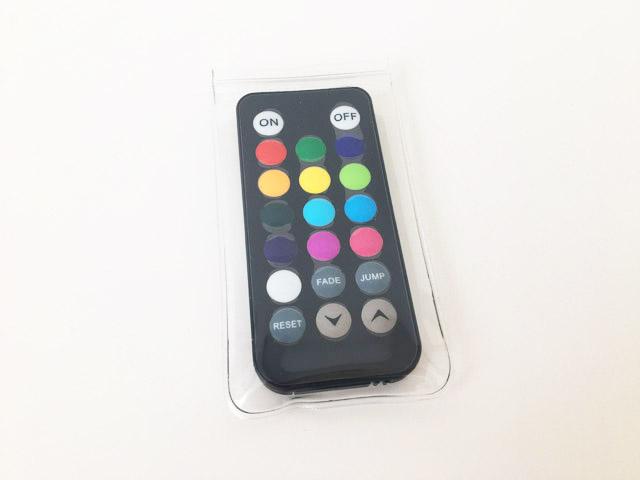 透明の防水ケースに入れたアクアライトの13色の色を選べるリモコン,防水浴室ライト,AquaLight,