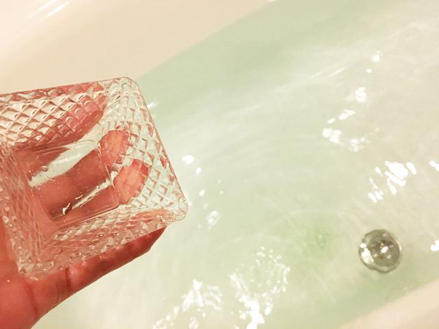 イルコルポ,ミネラルバスパウダー,入浴剤を入れた様子,IL-CORPO,