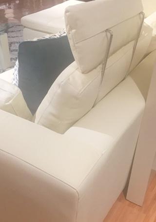 ニトリ,カウチ本革ソファ,ダブルライン3RC 革WH,別売りのヘッドレストを取り付けた状態
