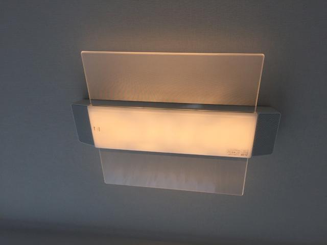 パナソニック,AIR PANEL LED,スピーカー付きのシーリングライト,照明の明かりがついている様子,LINK STYLE LED シーリングライト,HH-XCC0887A
