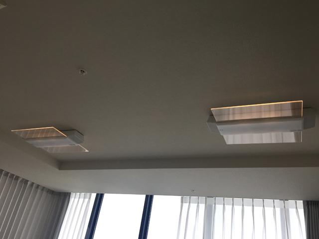 片面のパネルの明かりだけついている2台のスピーカー付きのシーリングライト,パナソニック,AIR PANEL LED,,LINK STYLE LED シーリングライト,HH-XCC0887A,