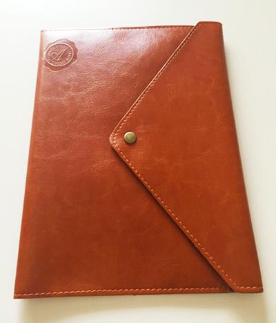ノートカバー,A5,全面ポケット付き高級合皮ノートカバーを袋から開けた状態,