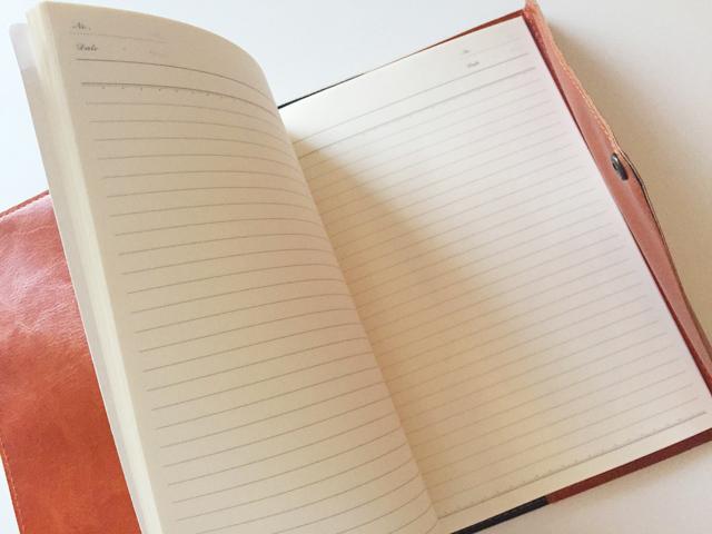 ノートカバー,A5,罫線のノートを入れている,