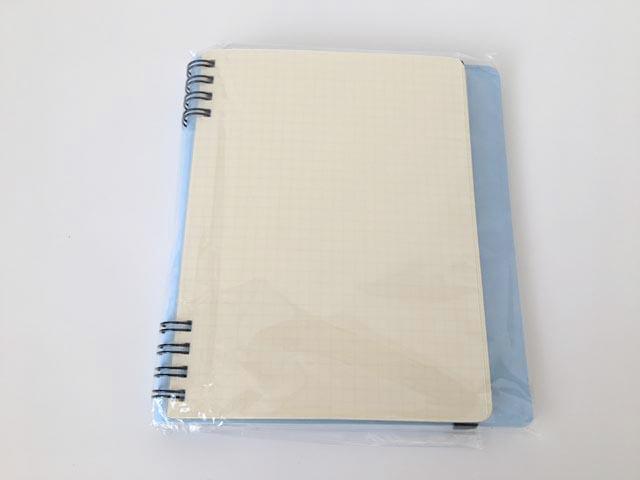 袋に入った新品のロルバーン フレキシブルのLサイズの水色のカバーを半分に折っている状態,Rollbahn,