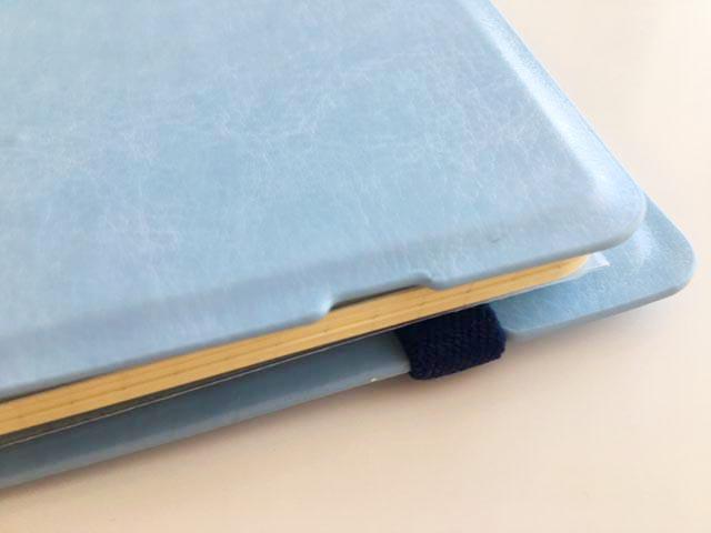ロルバーン フレキシブルのLサイズの水色のカバーの右端のしたのほうに窪みができている,Rollbahn,