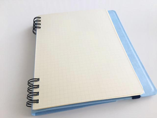 ロルバーンフレキシブのノートのはじめに透明のプラスチックのカバーがついている様子,Rollbahn,