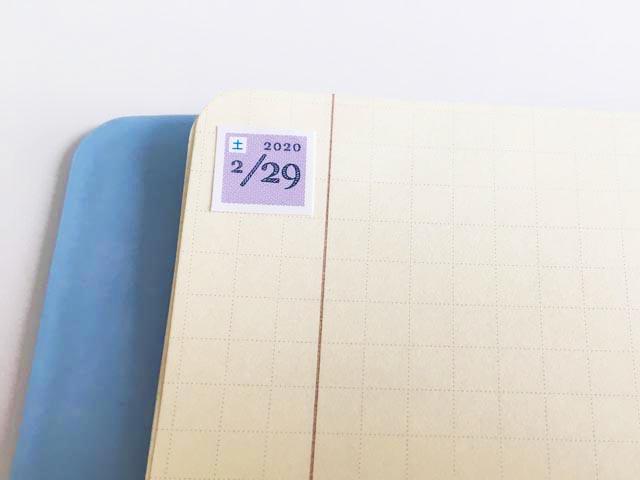 ロルバーン,フレキシブル,ノートの左端に上部に、2020 2/29(土)と記載された紫色の四角いシールが貼られている,Rollbahn,