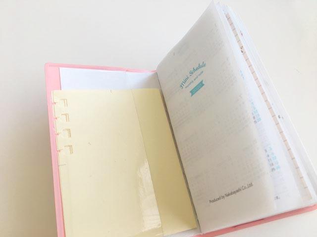 4つ折りにして小さな手帳のポケットに入れたロルバーン フレキシブルの4分割リフィル,Rollbahn,