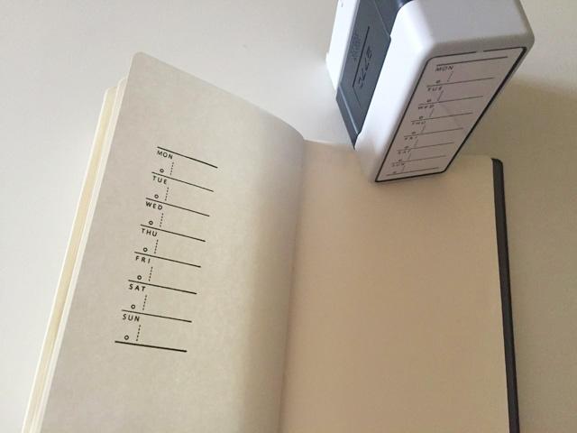 週間スケジュールスタンプをノートに押した状態