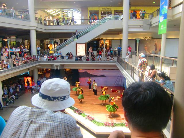 アラモアナショッピングセンター,フラダンス