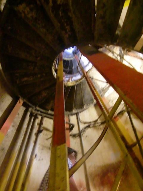 ダイヤモンドヘッド,螺旋階段