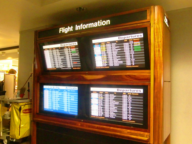 ホノルル国際空港,フライトインフォメーション,木製
