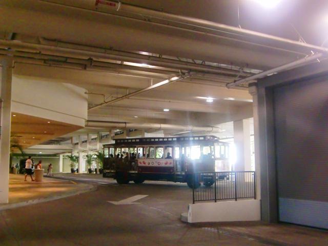 アラモアナショッピングセンター,OLIOLIステーション,OLIOLIウォーカーの乗り場
