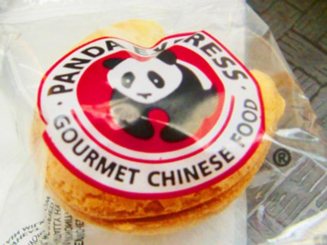 PANDA EXPRESS,パンダのロゴがついたパッケージ
